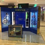 stand-versace-1-3